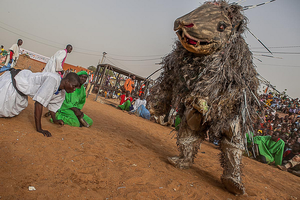 Bala - Porcupine full-body puppet