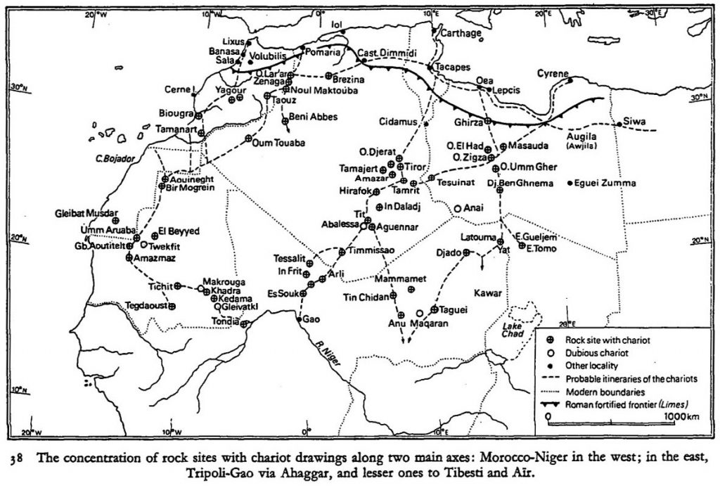 Carte des pistes des chars tirés par des chevaux à travers le désert du Sahara, retracés grâce à la présence de sites d'art rupestre illustrant les chariots.