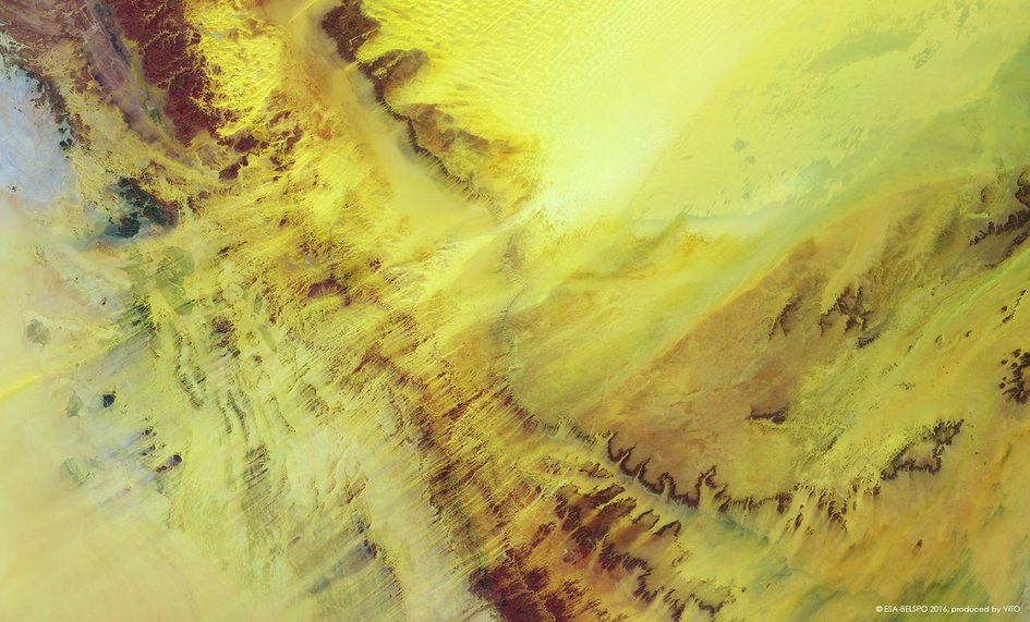 Yellow Sahara in the Ténéré, Niger, with erg sands being blown to the southwest.
