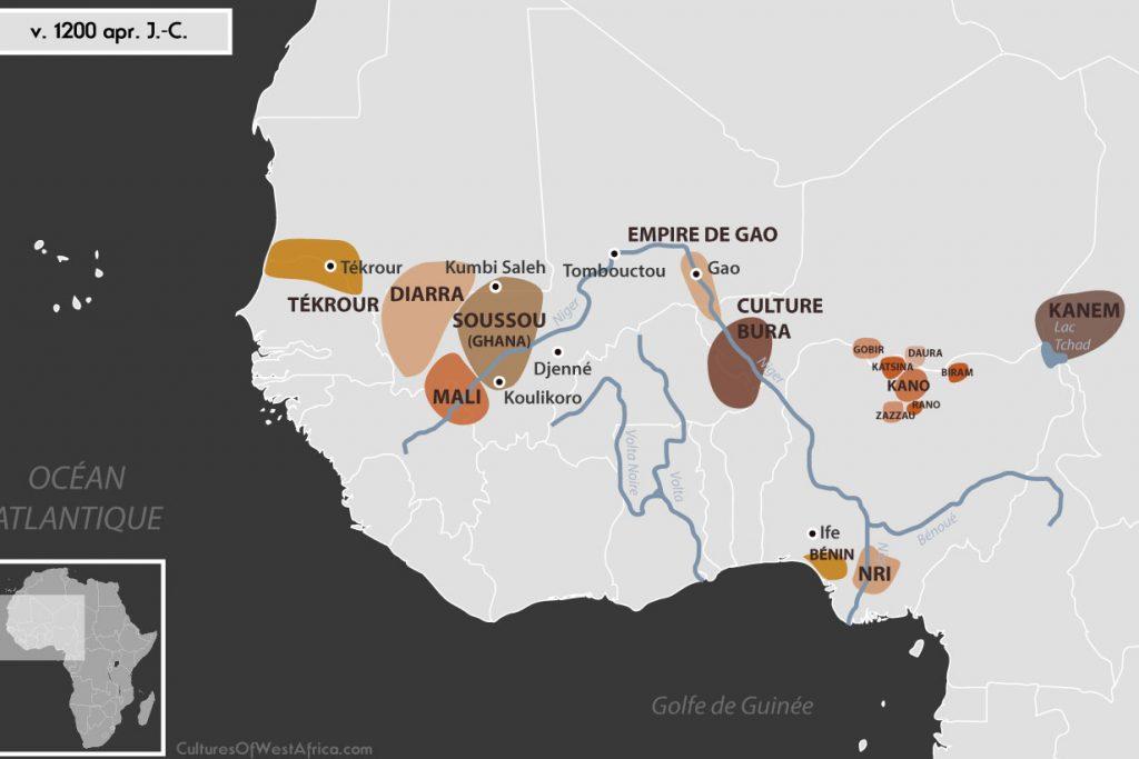 Carte de l'Afrique de l'Ouest vers 1200 apr. J.-C., qui montre la culture de Bura, l'empire de Gao, les royaumes Soussou, Diarra et du Mali, Tékrour, le royaume de Kanem, les Royaumes Haoussas (Kano, Rano, Gobir, Katsina, Daura, Biram et Zazzau), le royaumes du Bénin et le royaume de Nri.